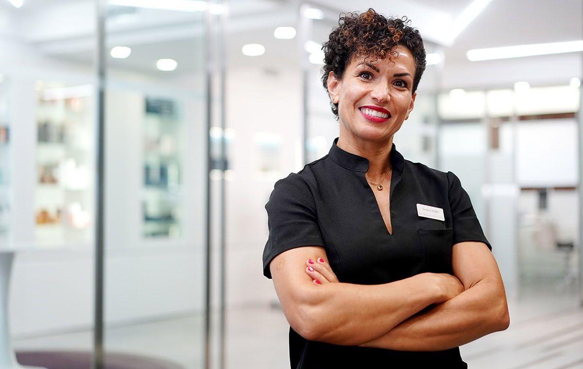 Assia El'Habti: Técnico de Estética especialista corporal, Depilación láser y Masajes